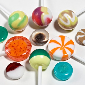 Lollipops and hard candies from one versatile starchless depositing system